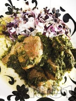 Задушено пиле със замразен спанак и ориз в тенджера - снимка на рецептата